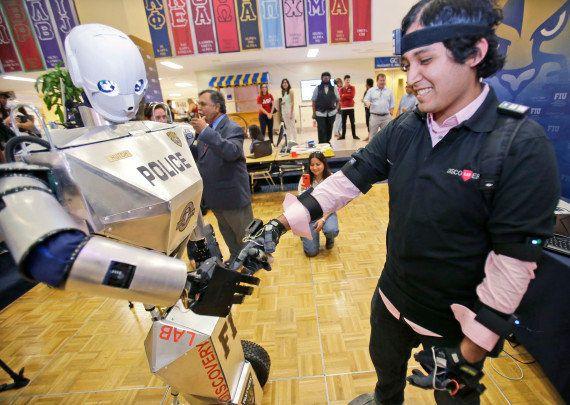 14 innovazioni che hanno migliorato il mondo nel 2014. Dall'esoscheletro per i paraplegici allo strumento...