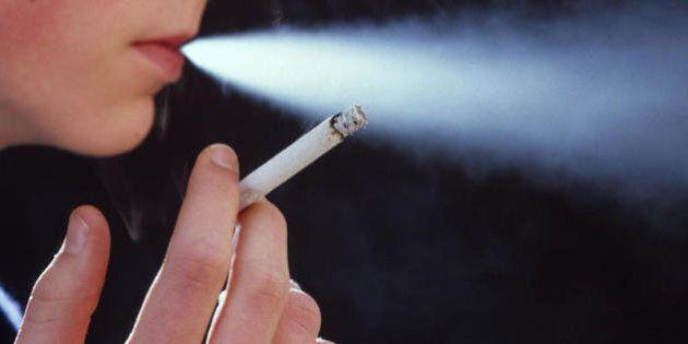 I fumatori hanno più probabilità di soffrire di ansia e depressione: lo studio della University College...