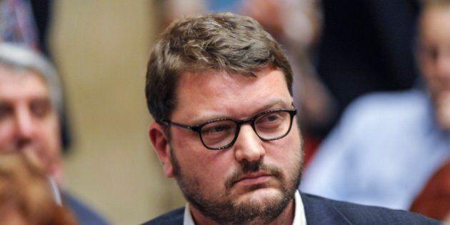 Gennaro Migliore si ritira dalle primarie in Campania. Renzi: