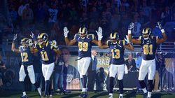 5 giocatori del St. Louis entrano in campo con le mani alzate per Michael
