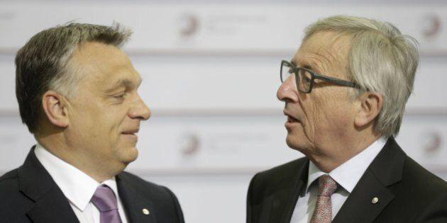 Riga, Jean-Claude Juncker saluta con