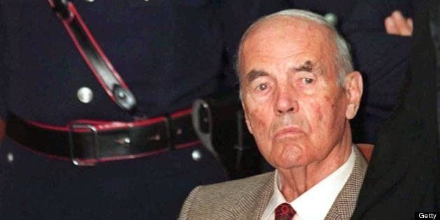(FILES) This file picture taken on July 30, 1996 at a Rome military justice court shows former German SS officer Erich Priebk