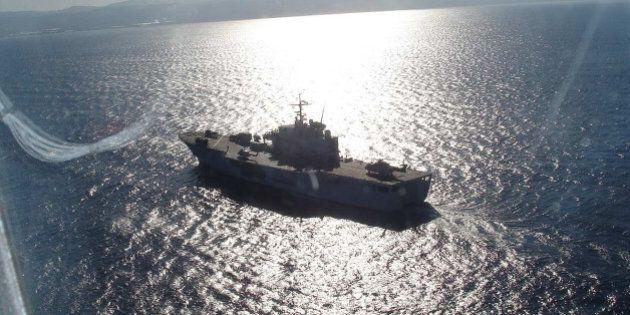Libia, l'Italia muove le navi per arginare il patto fra Isis e traficanti di esseri