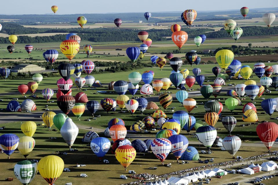 Over 400 hot-air balloons take off in Chambley-Bussieres, eastern France, on Wednesday, July 31, 2013 in an attempt to set a