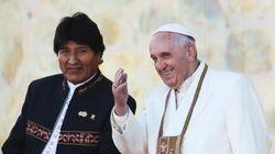 Un crocefisso falce e martello per Papa Francesco: il vuoto alla sinistra del