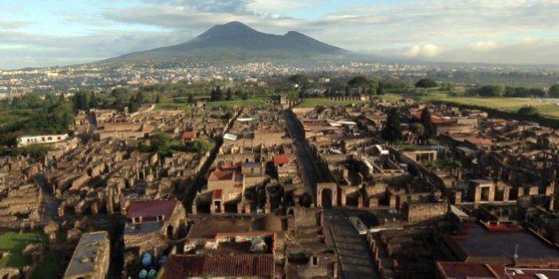 Napoli, allarme Vesuvio. Due vulcanologi italiani lanciano l'allarme eruzione, tre milioni di persone...