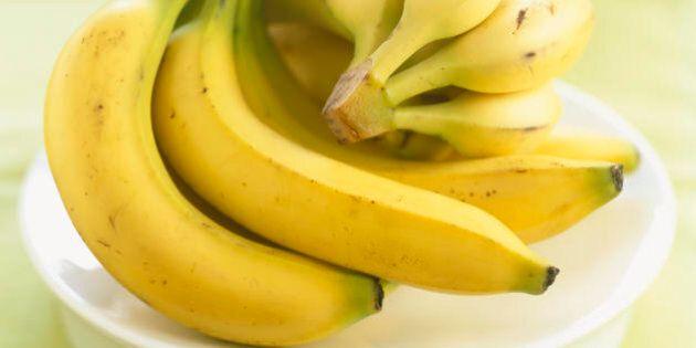 La banana aumenta il buonumore: 20 modi in cui mangiare banane trasforma il nostro corpo