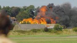Gran Bretagna, jet precipita sull'autostrada durante un air show. Almeno 7 morti
