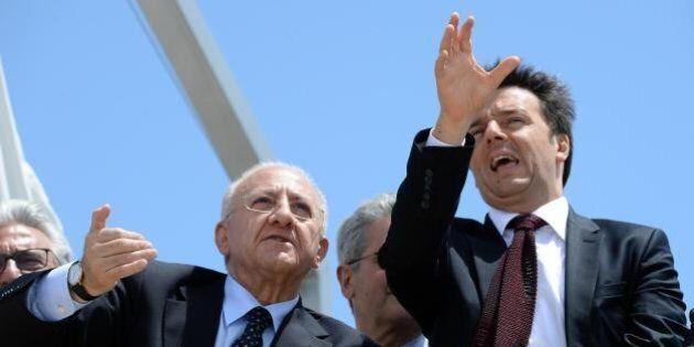 Matteo Renzi ammette l'errore di candidare Vincenzo De Luca, ma per ora si va avanti. Intervenire costa