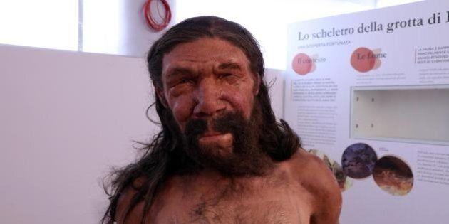 L'uomo di Altamura ha un volto: tarchiato, basso e con il naso molto grande. Due paleoartisti lo hanno...