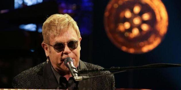 Festival di Sanremo 2016, Elton John parlerà o no sulle unioni civili? Conti dà libertà di