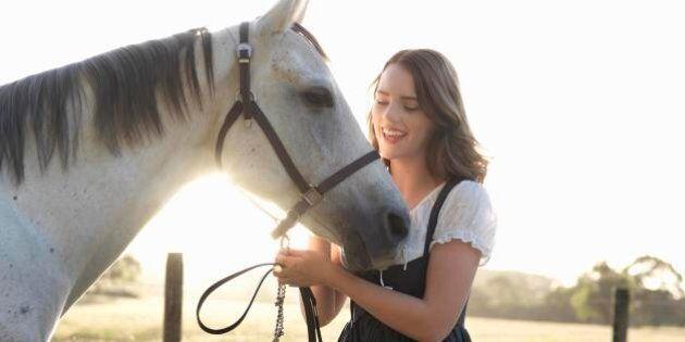 I cavalli sono in grado di riconoscere le emozioni umane. Lo studio pubblicato su Biology