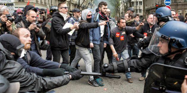 Francia: scontri e fermi durante le proteste contro la riforma del