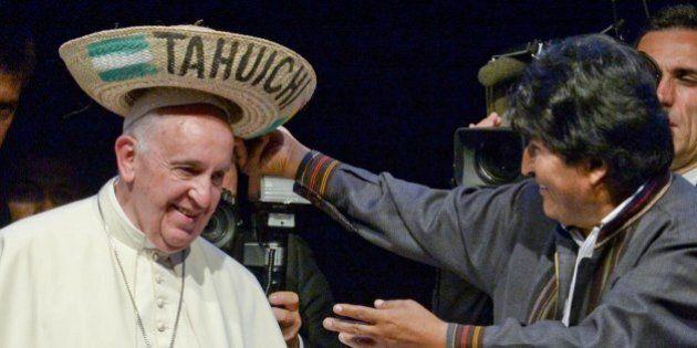 Papa Francesco consolida il suo ruolo di leader in Sudamerica. L'enciclica Laudato si' diventa il Manifesto...