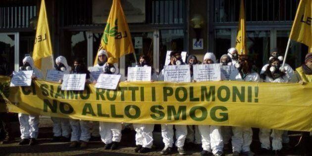 Smog, l'emergenza continua. Galletti incontra sindaci e governatori. Le proposte: Bus gratis, auto a...