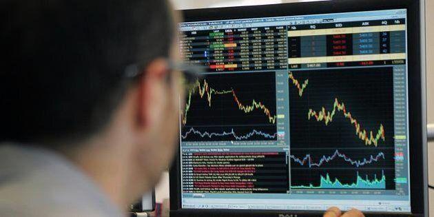 Borse, ancora difficoltà per l'Asia: Shanghai a -6%. Banca centrale taglia tassi, listini europei rimbalzano:...