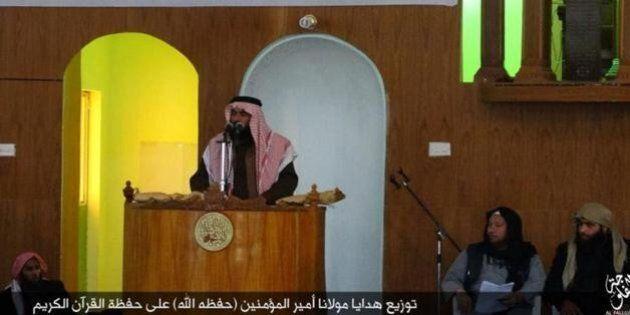 Isis, il ritorno del califfo Abu Bakr al-Baghdadi: immortalato mentre parla in moschea a Fallujah. Dubbi