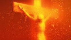 Un crocifisso esposto nell'urina: l'opera d'arte sarà esposta a