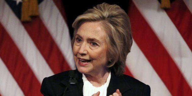 Hillary Clinton prende le distanze dal marito Bill e da Obama: