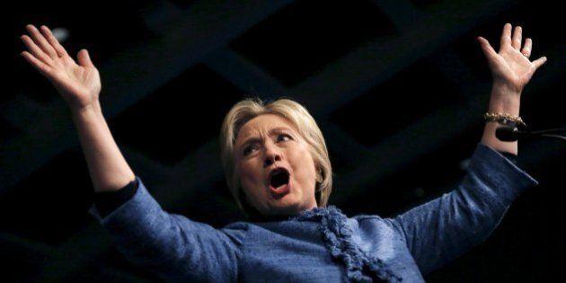 Hillary Clinton vola indisturbata verso la nomination. Ma nella sfida finale la bassa affluenza può preoccupare...