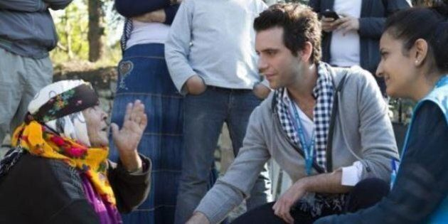 Mika torna nella sua terra natale per visitare un campo profughi: