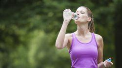 Bere 8 bicchieri d'acqua al giorno non farebbe così bene come