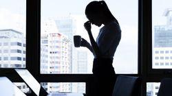 Le donne lavorano gratis per un mese