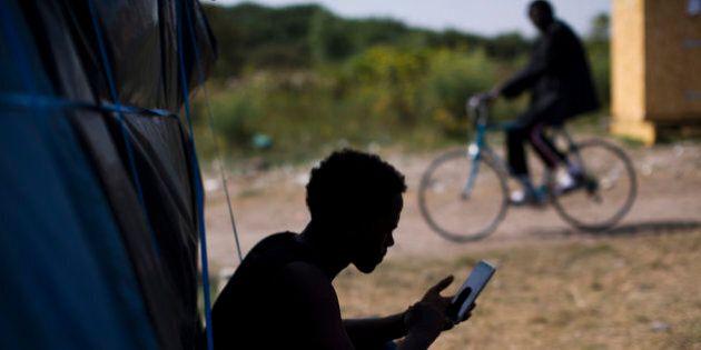 Campo profughi Calais, una libreria al servizio dei migranti.