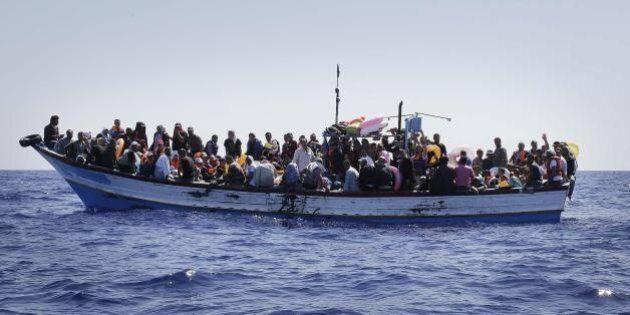 Strage Mediterraneo: circa 50 cadaveri nella stiva di un barcone partito dalla Libia, in salvo 400
