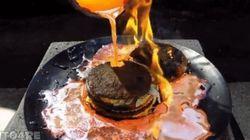 Cosa succede a un Big Mac se si cosparge di rame fuso? Non quello che