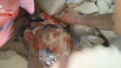 Piange ed il segno che è ancora vivo: neonato estratto da sotto le macerie dell'ospedale