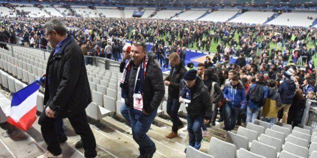 Attentati Parigi, tifosi evacuati dallo Stade de France cantano La
