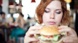 I vegetariani mangiano la carne di nascosto quando sono