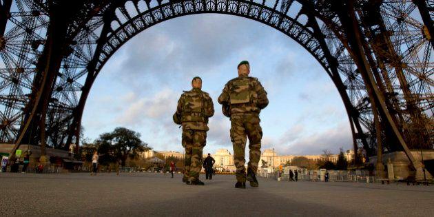 Parigi sotto attacco e il totalitarismo di