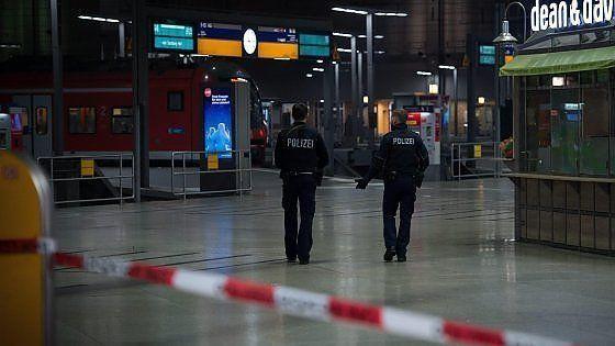 Capodanno di paura a Monaco di Baviera: evacuate due stazioni per rischio