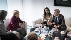 George e Amal prendono un caffè con Angela Merkel per parlare di