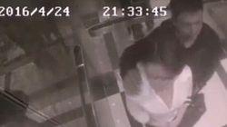 Lui la molesta in ascensore. Lei lo umilia