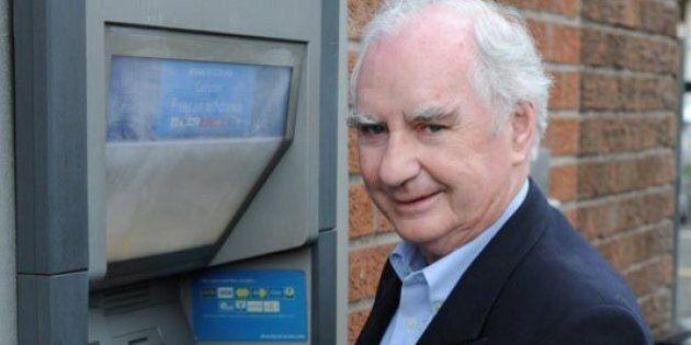 La storia dell'uomo che inventò il bancomat e che guadagnò soltanto 15
