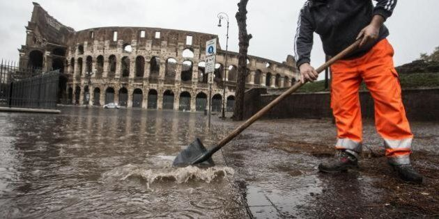 Dimissioni Marino, le macerie di Roma: nuova scomunica del Vaticano a Marino, la città paralizzata, l'ex...