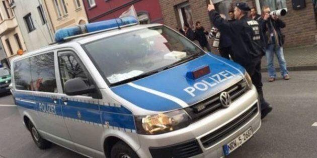 Strage Parigi, Salah era stato in Germania. Nel telefono di uno dei kamikaze l'sms: