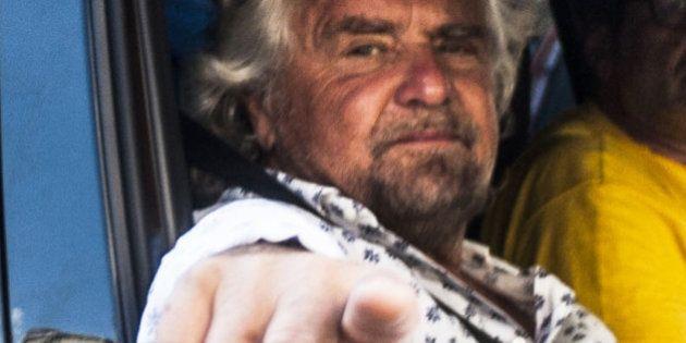 Beppe Grillo, l'enorme imbarazzo su Parigi: non c'è una linea, la paura di far esplodere le contraddizioni...