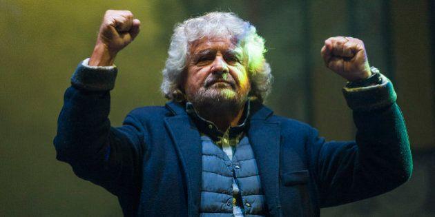 La Rete vuole il simbolo con 'www.movimento5stelle.it'. Via il nome di Grillo. Il leader non sarà in...