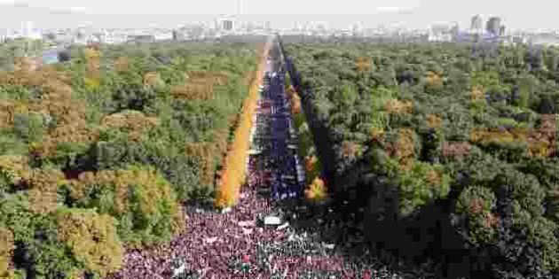 Berlino, 250mila persone in corteo contro il Ttip. Paura per ogm, qualità della tutela ambientale e del...