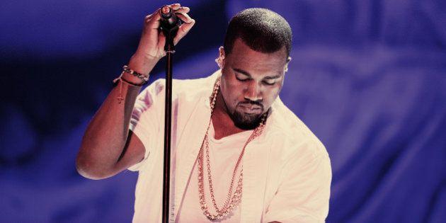 Kanye West indebitato per 53 milioni di dollari. Il rapper chiede aiuti tramite