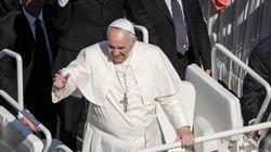 Il Papa tra la folla di San Pietro: