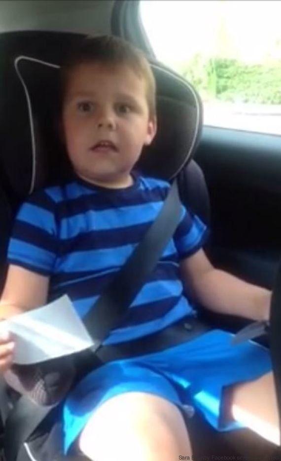 La mamma decide di mostrargli le prime ecografie e lui risponde: