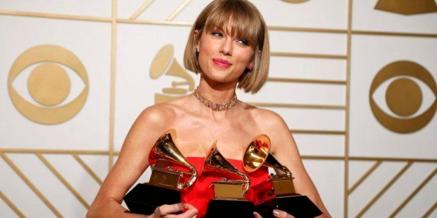 Grammy Awards 2016, trionfano Kendrick Lamar e Taylor Swift. Lady Gaga omaggia David Bowie (FOTO,