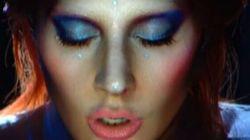 Lady Gaga è David Bowie: l'omaggio ai Grammy Awards è da