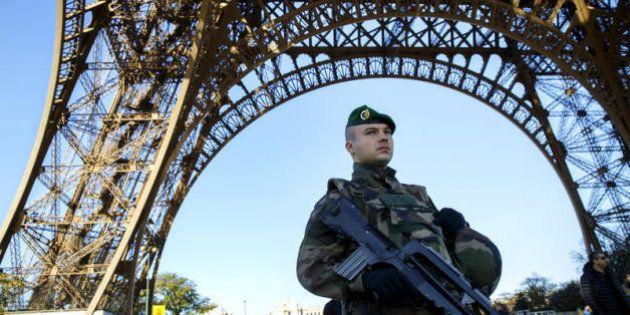 Francia, più potere a procuratori e polizia, via libera alle perquisizioni notturne: il nuovo testo antiterrorismo...