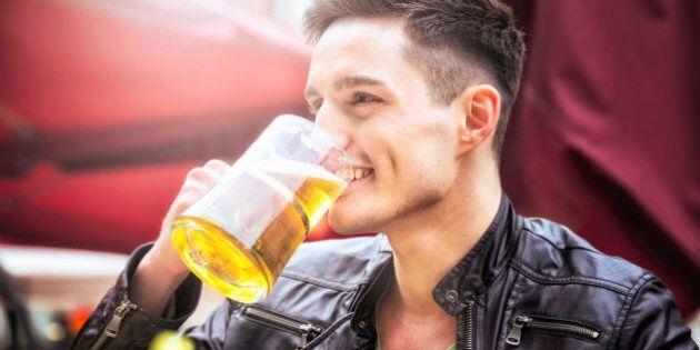 L'azienda offre quasi 11mila euro a chi è è disposto a girare il mondo e bere birra per tutta